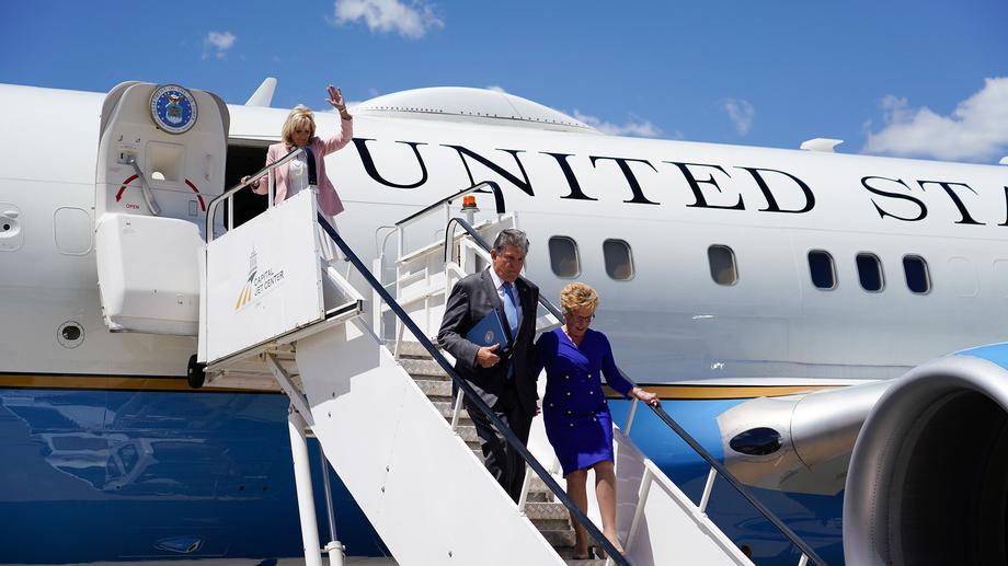Manchin, First Lady, Jennifer Garner Visit Capital High School Vaccination Clinic, West Virginia National Guard Members