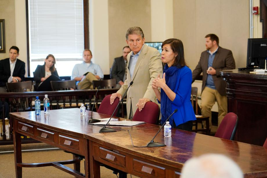 Sen. Manchin and FCC Commissioner Jessica Rosenworcel host a Broadband Mobile Connectivity town hall in the Hampshire County Courthouse.