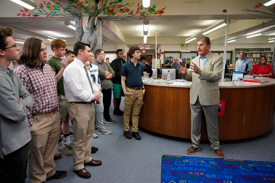 Sen. Manchin visits students at Lewis County High School.