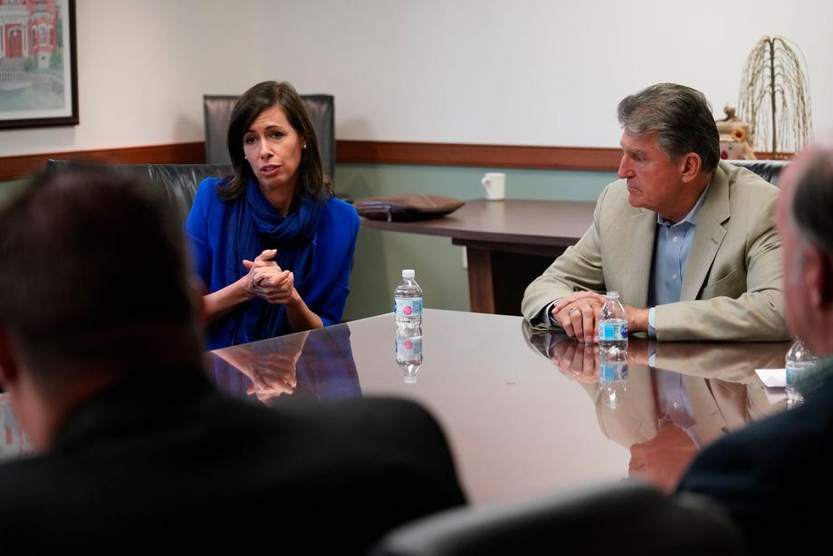 Sen. Manchin and FCC Commissioner Jessica Rosenworcel participate in a Connecting Communities roundtable meeting at Stonewall Jackson Hospital.