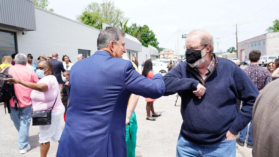 Sen. Manchin Attends WV Health Right West Side Clinic Grand Opening, Ribbon Cutting Ceremony