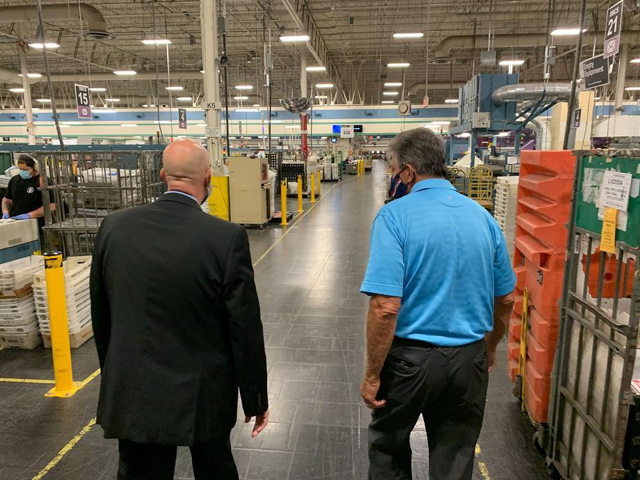 Manchin Visits South Charleston U.S. Postal Service Distribution Center